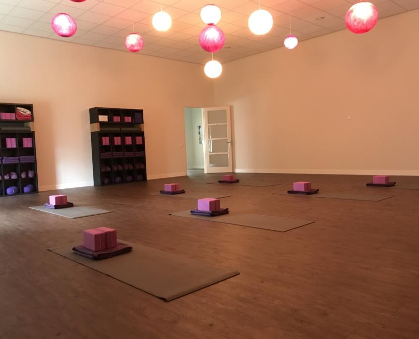 power yoga, poweryoga, easy flow yoga, dynamisch, easy flow, hatha yoga, hathayoga, yinyoga, yogalessen, Weert, ashtanga, mysore, pralaya, vinyasa, yin yoga, yoga nidra, zwangerschapsyoga, zwanger, yoga voor zwangeren, kriya, kriyayoga, beginners, beginnerscursus, beginnersles, mindful yoga, gratis, proefles, meditatie, pralaya, mindfulness, workshop, yoga, gentle yoga, hormoonyoga, overgang, menopauze, ontspanning, onthaasten, syndroom van Tietze, CVS, MS, ME, fibromyalgie, reuma, overspannen, burn out, botontkalking, jicht, Bechterew, Forestier, lupus, lyme, spondyloartritis, Chondrocalcinosis, Enthesitis, bursitis, SAPHO, Sarcoïdose, SCCH, Sclerodermie, Sjögren, Tendinitis, onsteking, artritis, artrose, depressie, hyermobiliteit, chronische klachten, chronische pijn, adrenal fatigue, angst, angststoornis, paniek, paniekaanvallen, spierversterkend, conditie, relaxatie, zonnegroet, kinderyoga, yoga voor kinderen, partneryoga, yang yoga, actieve yoga, primary series, hatha yoga, hatha flow yoga, flow yoga, Weert, Nederweert, Budel, Stramproy, Swartbroek, Tungelroy, Meijel, Roggel, Heythuysen, Heytse, Baexem, Grathem, Heel, Wessem, Buggenum, Kelpen, Oler, Ell, Leveroy, Altweerterheide, Maarheeze, Heeze, Leende, Valkenswaard, Kinrooy, Molenbeersel, Bree, Bocholt, Achel, Hamont, Limburg, Bocholt, Kaulille, Kessenich, Maaseik, Neeroeteren, Opoeteren, Lozen, St. Huibrechts-Lille, Wijshagen, Grote Brogel, Opitter, Wijchmaal, Beringe, Haelen, Horn, Neer, Nunhem, Panningen, Heibloem, Altweert, Maasgouw, Peel, Leudal, Cranendonk, loods37, yogalexandra, yogalifeweert, yogalife, resilience, yogairenepoell, flowtime, floow, yogamassage, innerka, inka, yogapraktijk, laveaux, verstappen, poell, wittenboer, leef, beweegstudio, e-motion, bodybalance, balance, Nirvana fitness, fitklub, sportiva, clubyoga, club yoga, yogamonte, yogami, yowga, yoga by bonnie, bonnie, Floow, Floow yoga, yogapraktijk, INKA, inkastudio, Faracha, yogamassageweert, ramakers, yinyang, restorative, yogalexan